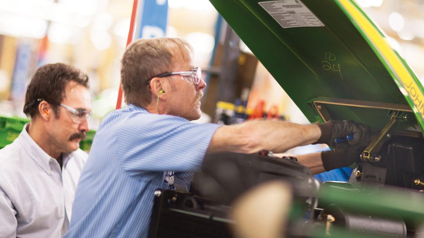 Fábrica de Augusta, tractores utilitarios compactos, empleados